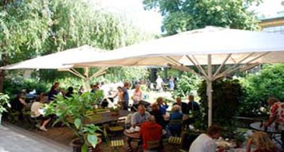 Blå Porten på Djurgården i Stockholm köpte stora parasoller