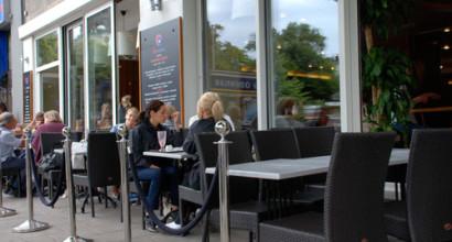 Coffeehouse by George på Odenplan i Stockholm köpte utemöbler och inramning
