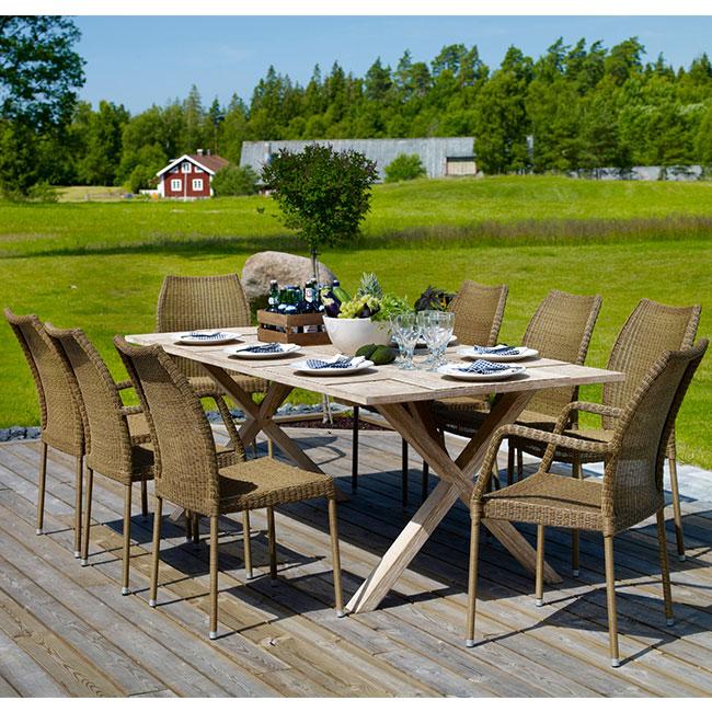 VerandaUteServeringar.se-Amelia-stol+bord-rotting-miljö_650x650