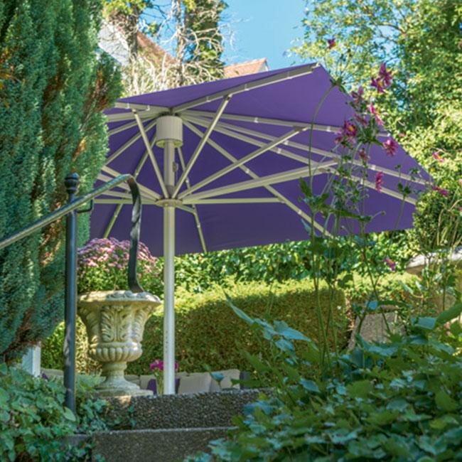 VerandaUteServeringar.se-Palazzo-Noblesse-parasoll-Miljö1_650x650