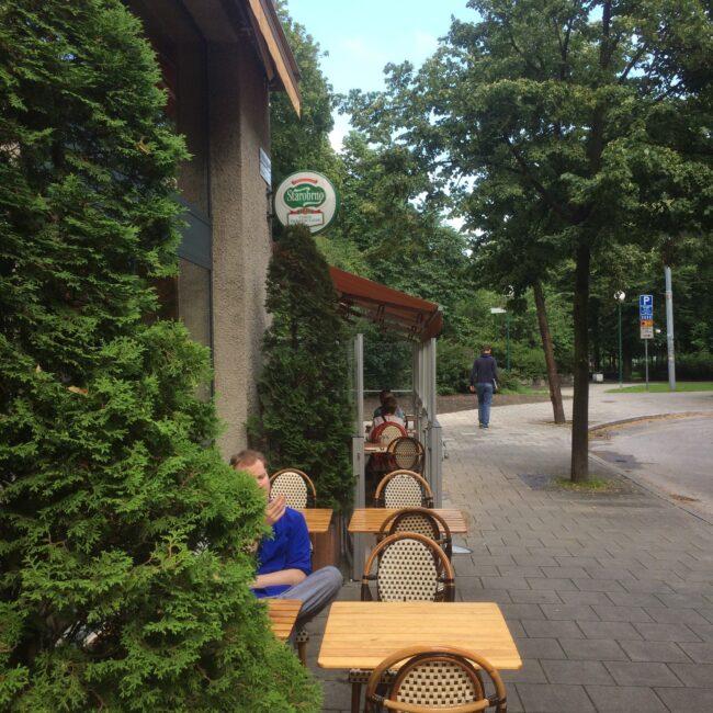 Greken på hörnet i Stockholm - ökade gästantalet ordentligt med inglasning.