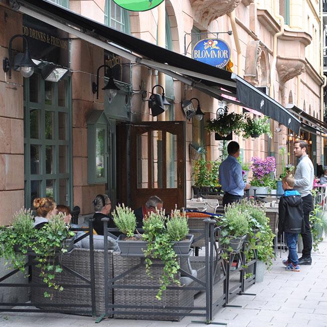 Pitchers på Mariatorget i Stockholm, bytte till tåliga stolar från Sika Design och skön loungegrupp.