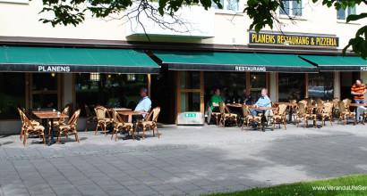 Planens Restaurang & Pizzeria i Enskede, fick fler gäster när de bytte till stolar och bord som passar bättre i miljön.