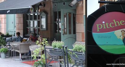 Pitchers på Mariatorget i Stockholm, bytte till tåliga konstrottingstolar från Sika Design och skön loungegrupp.