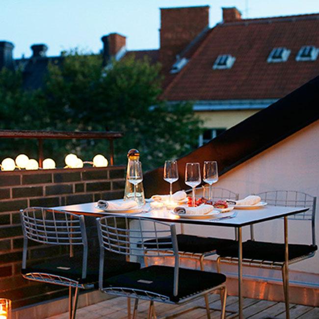 veranda.se-High-tech-Bord-110x70-vit-laminat-varmförzinkat-stativ-miljö_w650x650