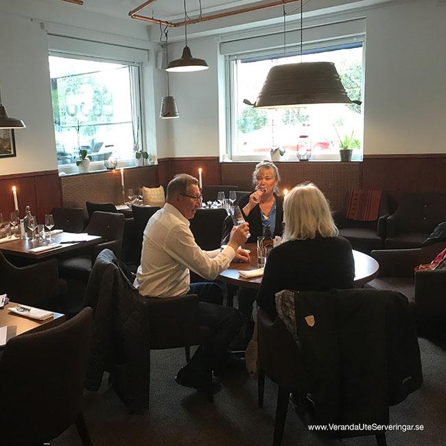 veranda.se-VerandaUteserveringar.se-Restaurang-Inne-Lyckliga-Gatan-30-Inne-1_w650x650