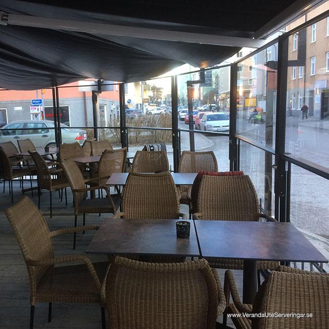 veranda.se-VerandaUteserveringar.se-Restaurang-Inne-Lyckliga-Gatan-30-ute-hörnan-insida_w650x650