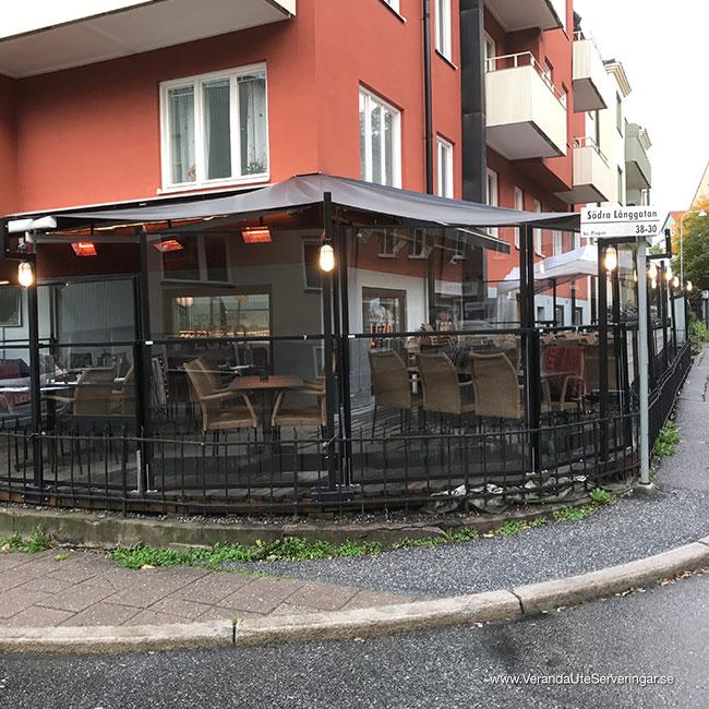 veranda.se-VerandaUteserveringar.se-Restaurang-Inne-Lyckliga-Gatan-30-ute-hörnan_w650x650