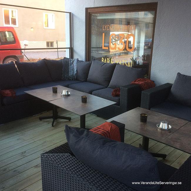 veranda.se-VerandaUteserveringar.se-Restaurang-Inne-Lyckliga-Gatan-30-ute-rökruta_w650x650